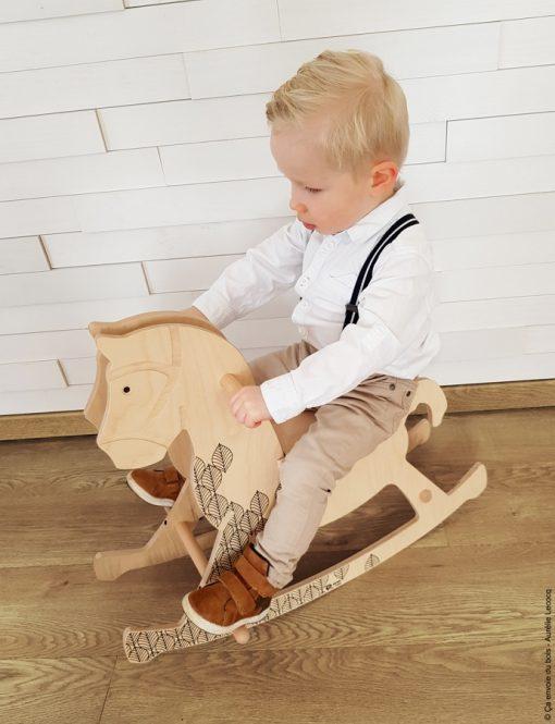 cheval en bois theobald ca envoie du bois